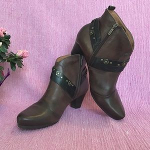 NWOT Pikolinos Heeled Ankle Boots